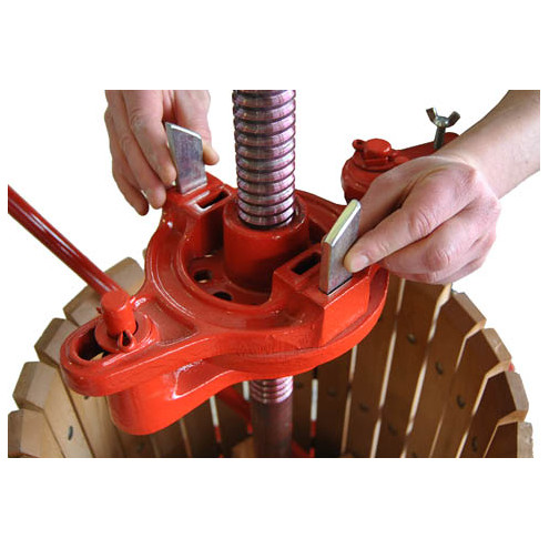 ø 40 ratchet wine press